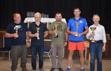 Zawodnicy nagrodzeni podczas rywalizacji w Grand Prix Powiatu Kościerskiego w Skacie Sportowym